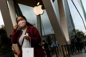 Apple stores to shut in UK and California due to increased COVID cases