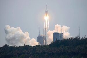 China's huge 'Long March' Rocket Out Of Control And Is Going To Be Right Over New Zealand!